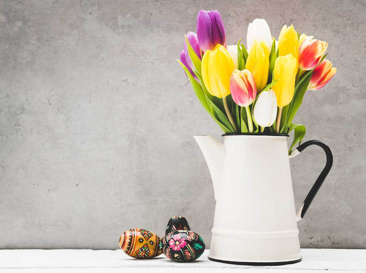 Easter-eggs-and-tulips-bouquet