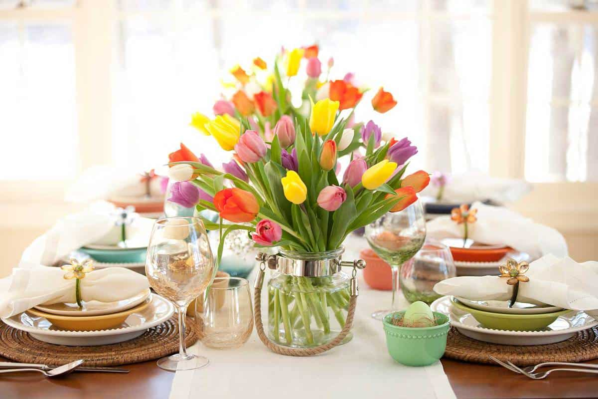 Vase-of-tulips-on-a-dining-table