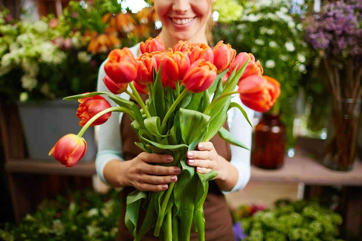 Woman-holding-red-tulips
