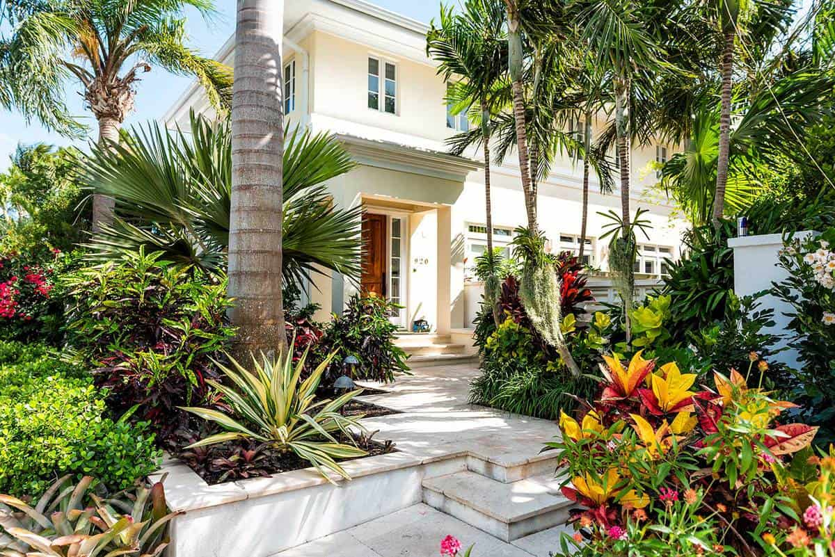 Luxury modern entrance of a state house in Florida with landscaped garden decoration steps