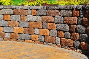 Read more about the article Should A Retaining Wall Be Level?