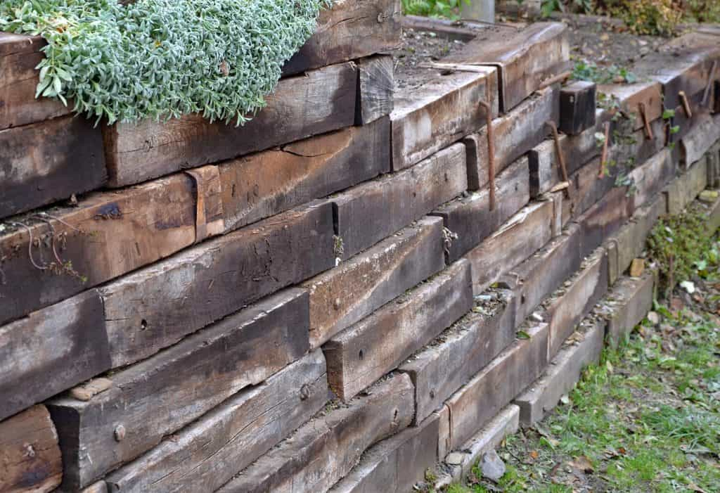 Retaining wall made of wooden sleepers